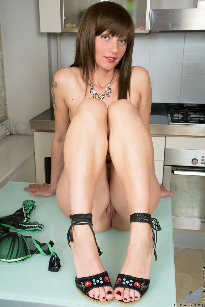 Horny ladies using huge dildos