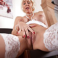 Sexy MILF Jan - image control.gallery.php