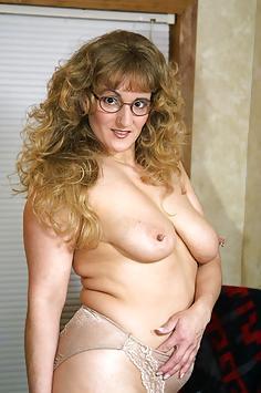 Reba goes Blonde