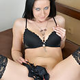 Busty Mom Enza - image control.gallery.php