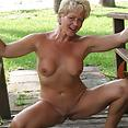 Tracy on the bridge - image control.gallery.php