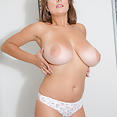 Val trying on bras - image control.gallery.php
