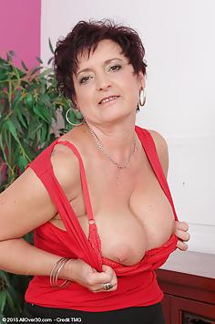 52 year old Jessica Wild