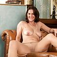 Busty mature babe Kaysy - image control.gallery.php