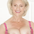 Sexy Married MILF - image control.gallery.php