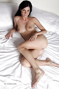 Eileen - Sexy In Bed