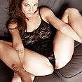 Daisy van Heyden - Black Body - image control.gallery.php