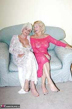 Di & Molly, Pink & White