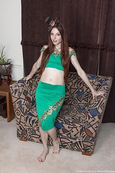Evane Nordstern strips off her green suit