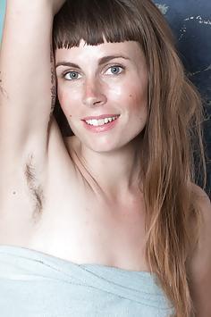 Leila Larson takes a sexy bath and masturbates