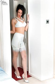 Tammy Lee - Pantygirdle pleasures!
