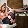 Holly Kiss - image control.gallery.php