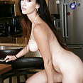 Artemisia Love - image control.gallery.php